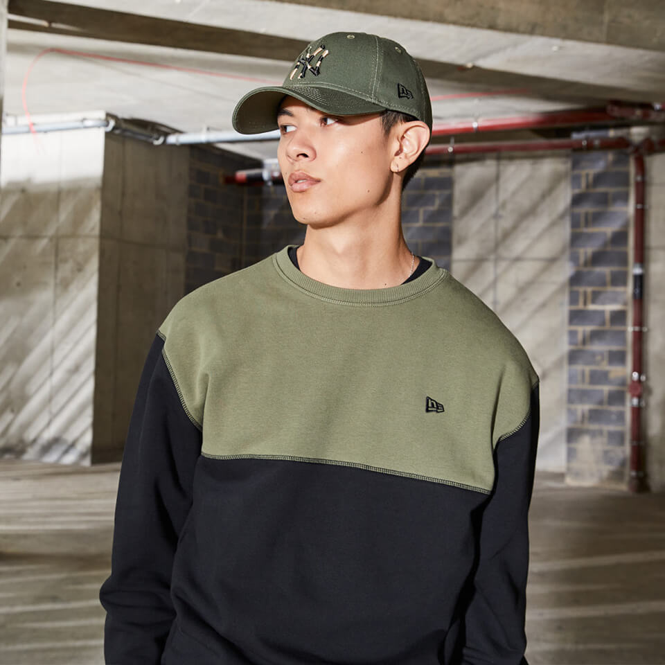 Sweat ras du cou en polaire colour block olive de chez New Era