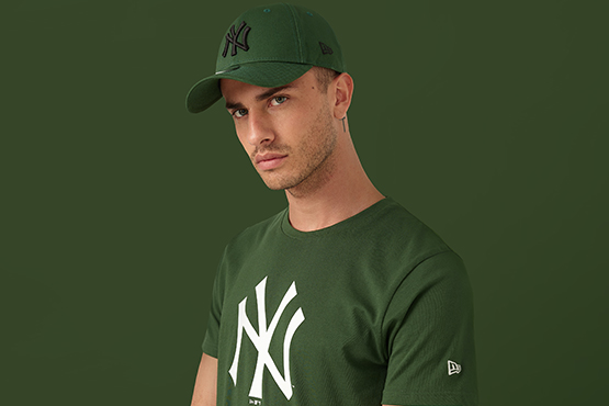T-Shirt der New York Yankees und 9FORTY-Kappe in Grün