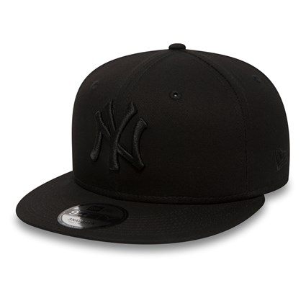 NY Yankees Black on Black 9FIFTY Snapback  bf3fa6cd31a