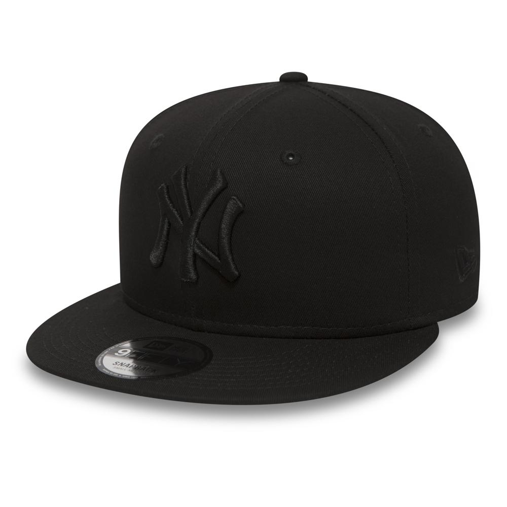 1555c0c6242 NY Yankees Black on Black 9FIFTY Snapback