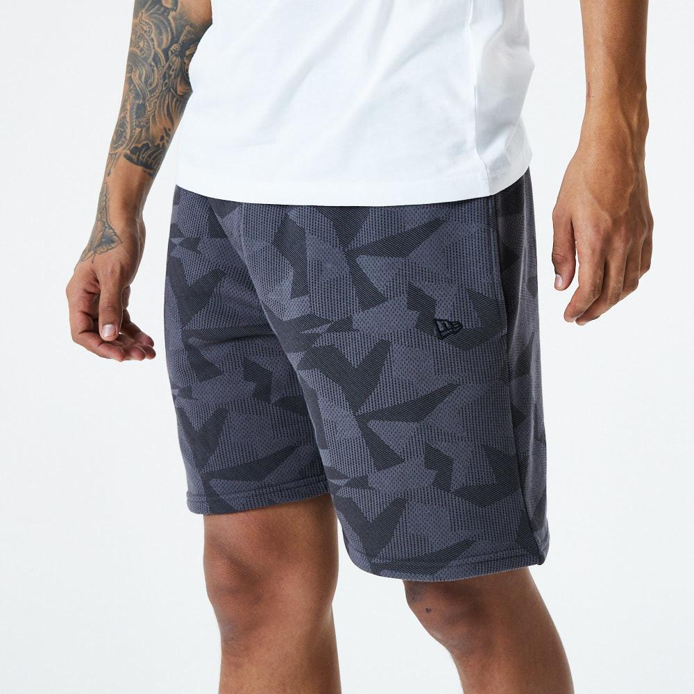 Short camouflage géométrique de New Era, gris