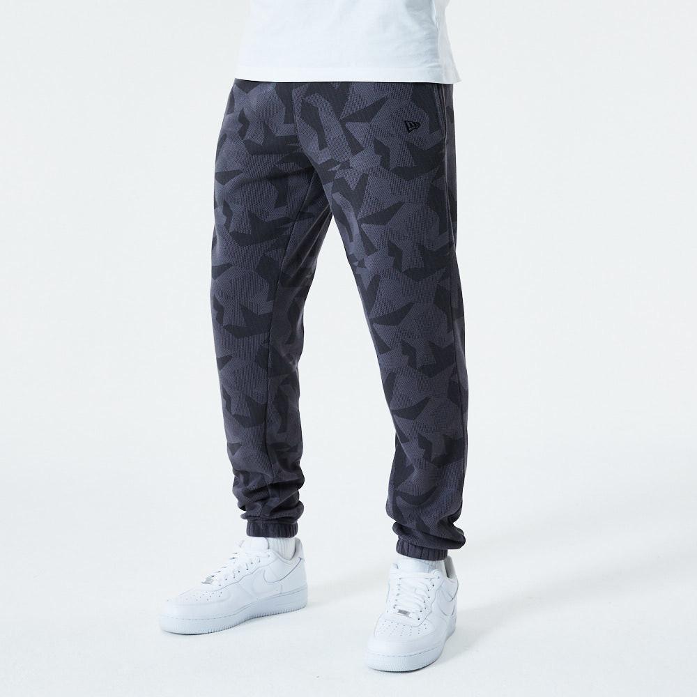 New Era – Jogginghose mit geometrischem Camouflage-Muster in Grau