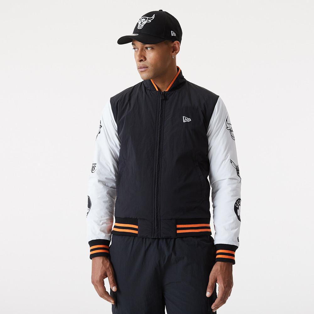 College-Jacke in Schwarz mit NBA-Logo
