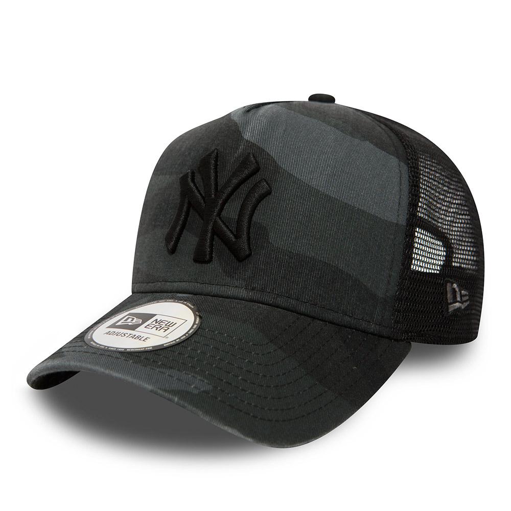 New York Yankees Camo A Frame Trucker délavé