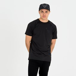 Chicago Bulls Engineered Fit Black Tee
