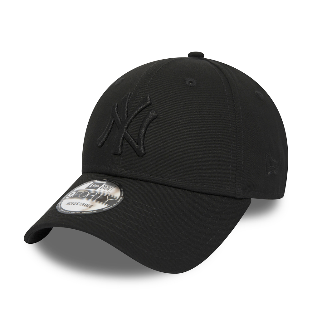 New York Yankees Black on Black 9FORTY Snapback