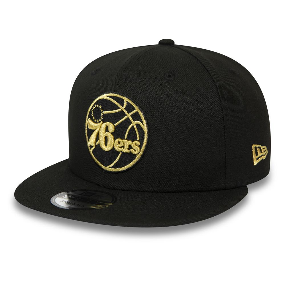 Gorra snapback Philadelphia 76ers 9FIFTY, negro y dorado