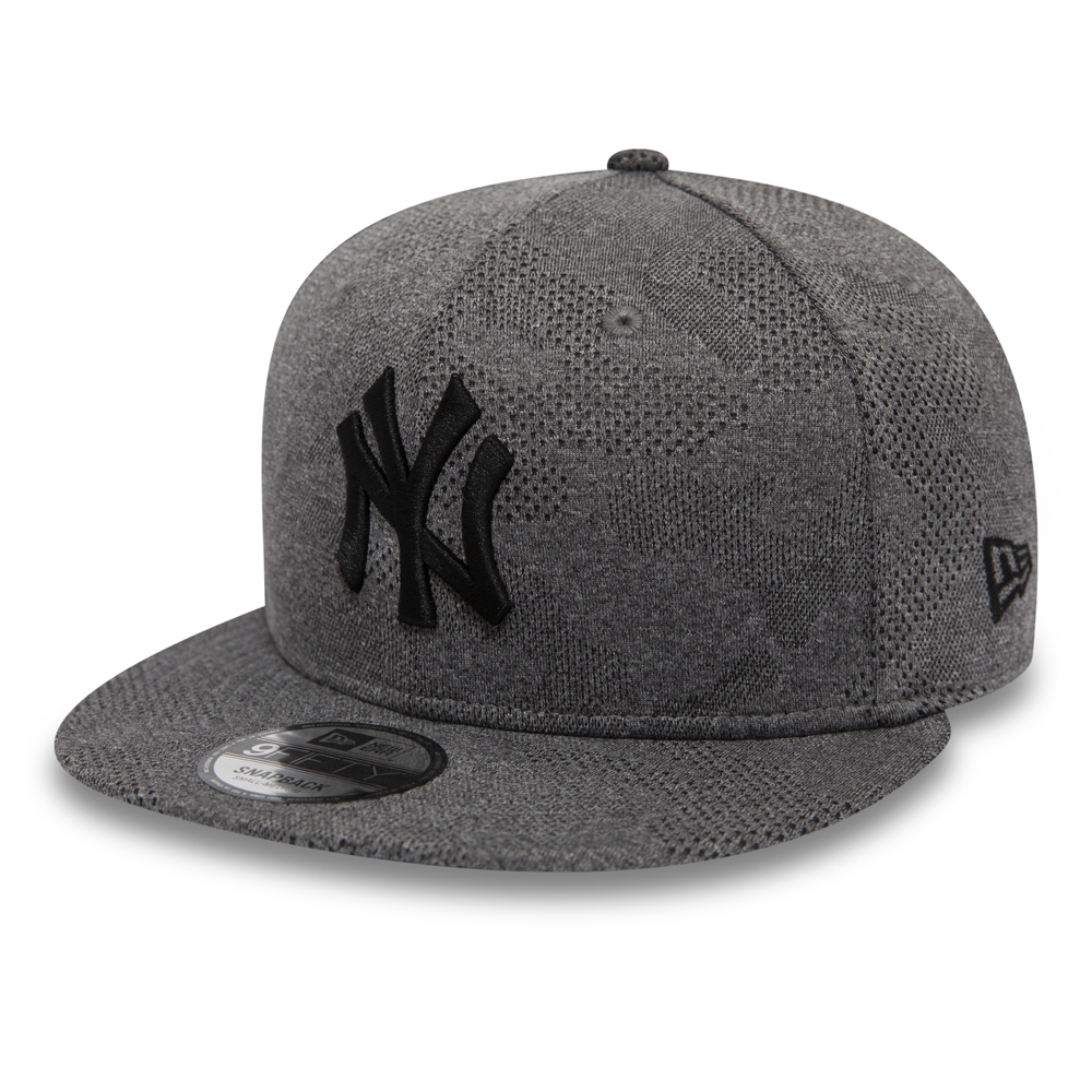 8a974221 New York Yankees Engineered Plus Grey 9FIFTY SNAPBACK