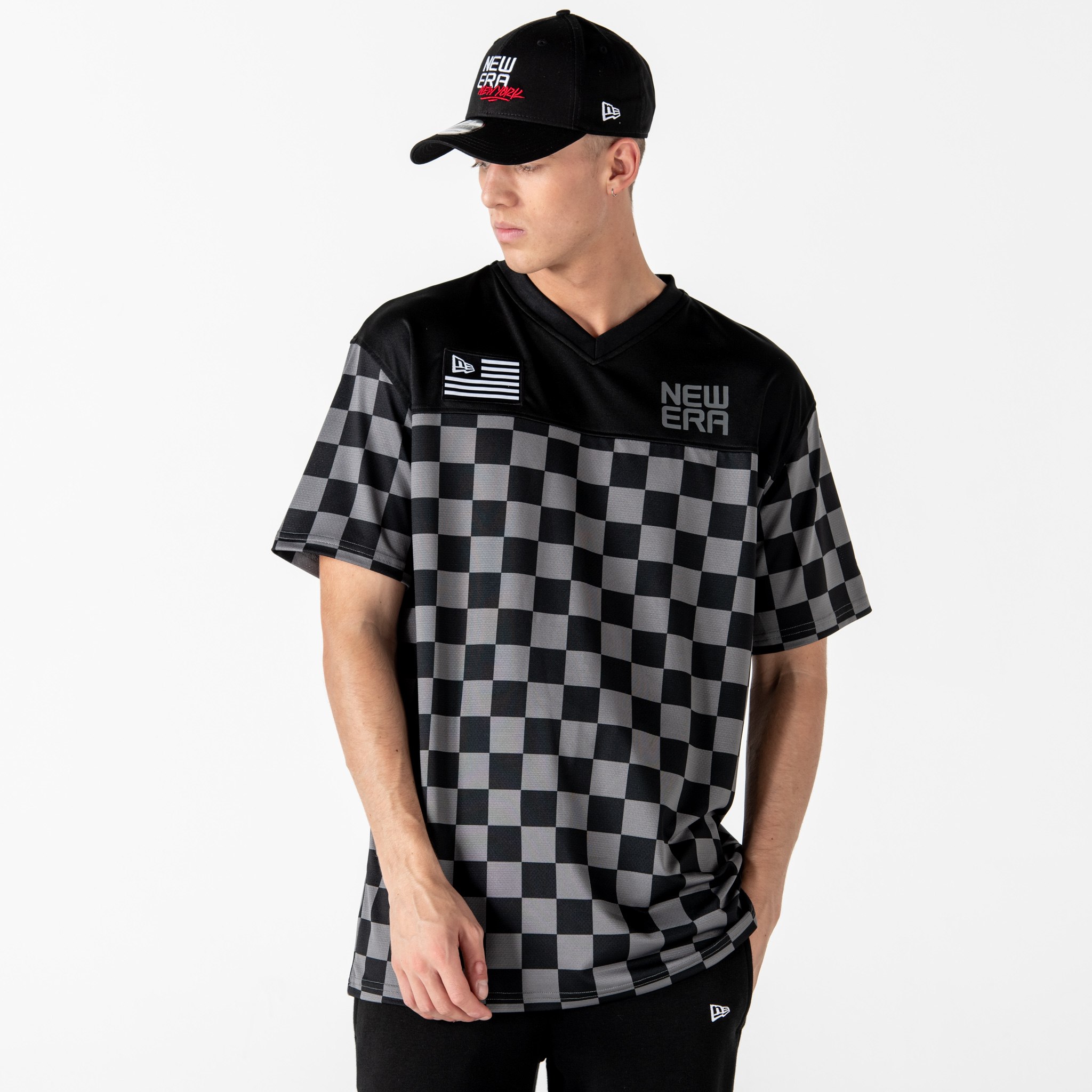 T-shirt New Era a quadri oversize nera