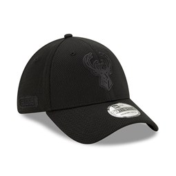 Milwaukee Bucks Back Half All Black 39THIRTY Cap