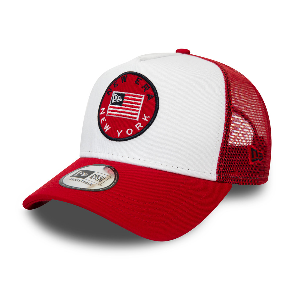 New Era – Truckerkappe in Weiß mit USA-Flaggen-Aufnäher in Rot