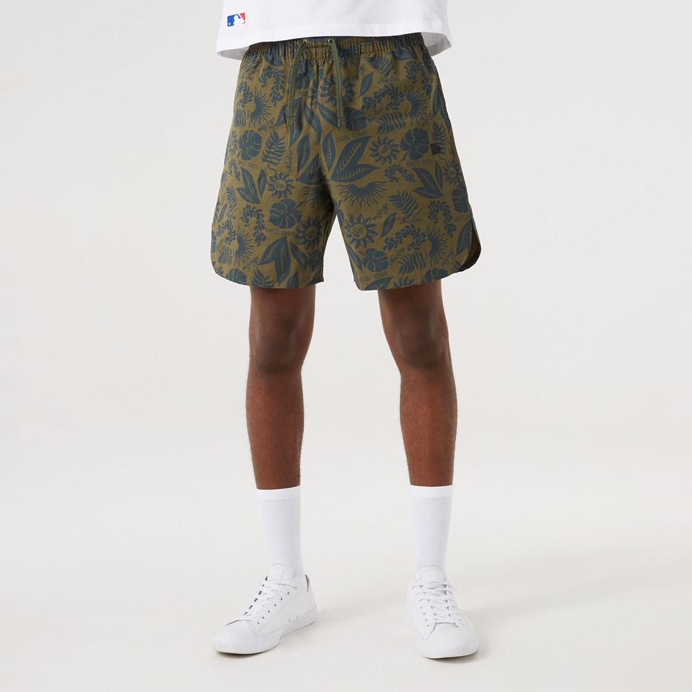 New Era – Geblümte Shorts in Khaki